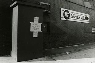 The Anvil is closed, 1985. Photograph by Lee Snider courtesy of the Fales Library & Special Collections, NYU.